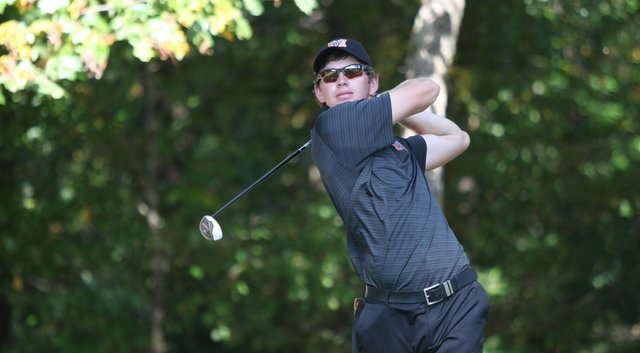Dogwood Invitational: Rule up by one going into final round