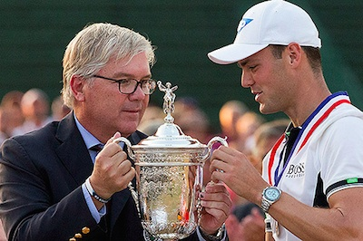 USGA President Tom O'Toole Jr. <br>presents the 2014 U.S. Open trophy to Martin Kaymer