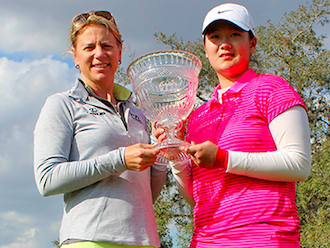 Annika Sorenstam with winner Angel Yin (AJGA Photo)