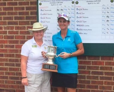 Tournament chairman Sandy Santa Rossa (left)<br>Women's State Senior champion Susan West (AGA photo)