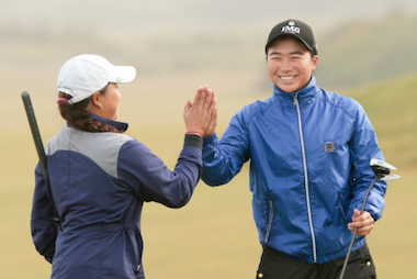 Mika Liu (right) and Rinko Mitsunaga <br>advanced with two wins on Tuesday<br>(Steven Gibbons/USGA)