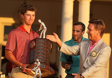 Maverick McNealy accepts the Haskins Award from<br>Ron Krusvewski with Stifel, who is the<br>award's sponsor (Golfweek - Tracy Wilcox )
