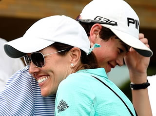 Cole Hammer hugs his mom after U.S. Open<br> Sectional Qualifying in Dallas ( USGA )