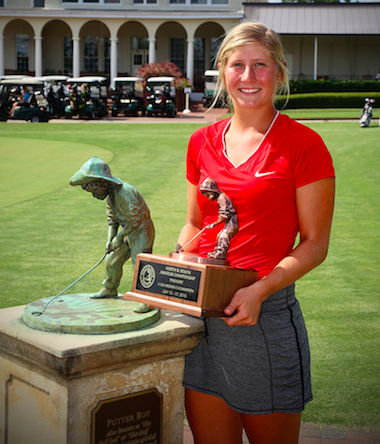 Bailey Tardy with the Putter Boy trophy<br>(Thomas Toohey Brown photo)