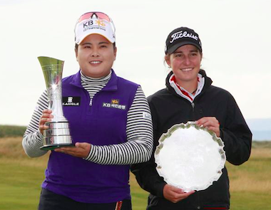 Low-Amateur honoree Luna Sobron (right) with 2015<br>Women's British Open champ Inbee Park (LGU photo)