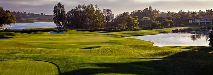 The 18th hole at Aviara is one of the most dramatic finishing holes in Southern California<br>