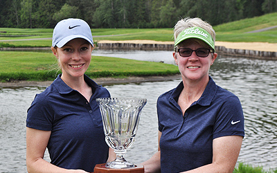 (L-R) Shawn Farmer and Leslie Folsom hold Washington State Women's Best Ball trophy <br>(Washington Golf Association Photo)</br>