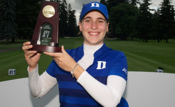 Duke's Virginia Elena Carta hoists individual national championship trophy <br>(Photo Courtesy of Duke Athletics)M</br>