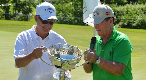 Rob Wilkins checks out the Watson Challenge trophy with Tom Watson