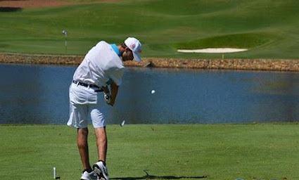 Nicholas Lyerly hits a Saturday tee shot <br>(Carolinas Golf Association Photo)</br>