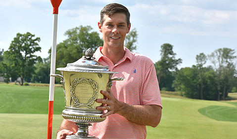 Michael McDermott with BMW Philadelphia Amateur trophy <br>(GAP Photo)</br>