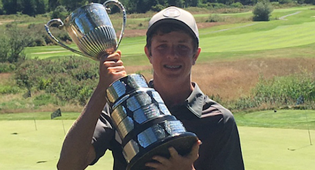 Nolan Thoroughgood lifts the B.C. Amateur trophy <br>(British Columbia Golf Photo)</br>
