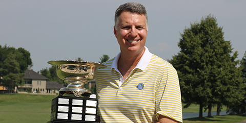 Vance Antoniou with Chicago Senior Amateur trophy <br>(CDGA Photo)</br>