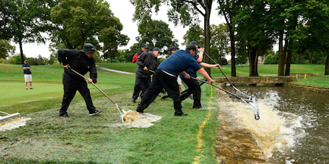 USGA and Scioto Country Club staff work to clear water on Sunday <br>(USGA Photo)</br>