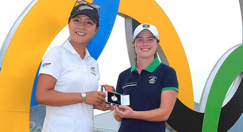 Lydia Ko (L) presents Mark H. McCormack Medal to Leona Maguire<br> at the Olympics <br>(Photo Courtesy of The R&A)</br>