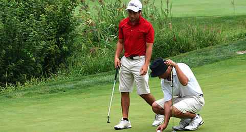 Drew Guarino and Kevin Sarlo look over a putt on No. 18 <br>(GAP Photo)
