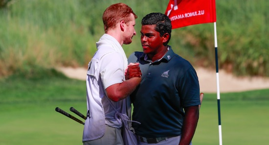 Rayhan Thomas of India celebrates with his caddie (USGA)