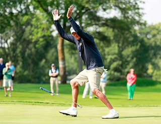 Sean Knapp makes the winning putt