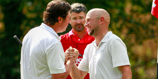 Jason Anthony (R) is congratulated by four-time champion Nathan Smith (L)<br>(USGA photo)