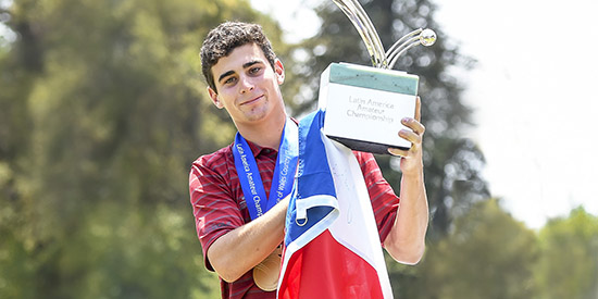 Joaquin Niemann, with the trophy, the medal, the flag, and Masters invite soon to come<br>(LAAC photo)