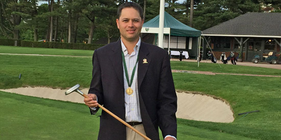 Andrew Biggadike with the replica of Walter Travis' Schenectady putter (Global Golf Post)