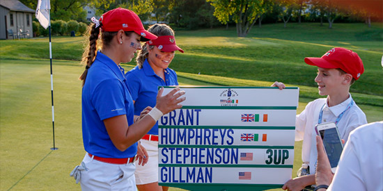 The sign tells the story for Kristen Gillman (L) and Lauren Stephenson (USGA photo)