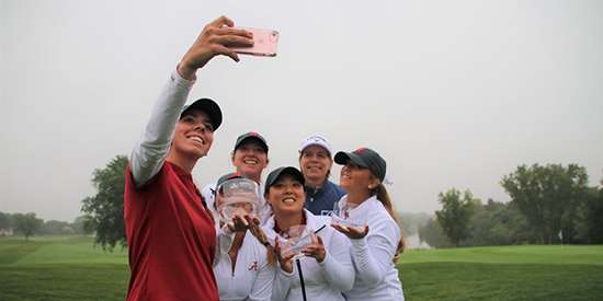 Alabama takes a winner's selfie (Annika Foundation/Twitter photo)