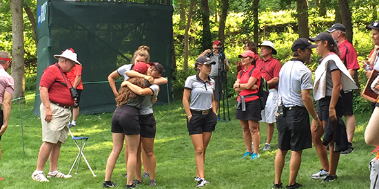 An Arkansas huddle at the 2018 NCAA Championship (AGC photo)