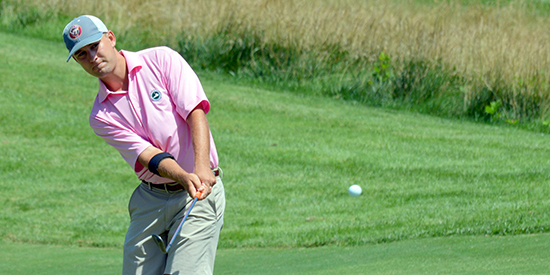 Cameron Moore chips to Keswick's 12th green (VSGA photo)
